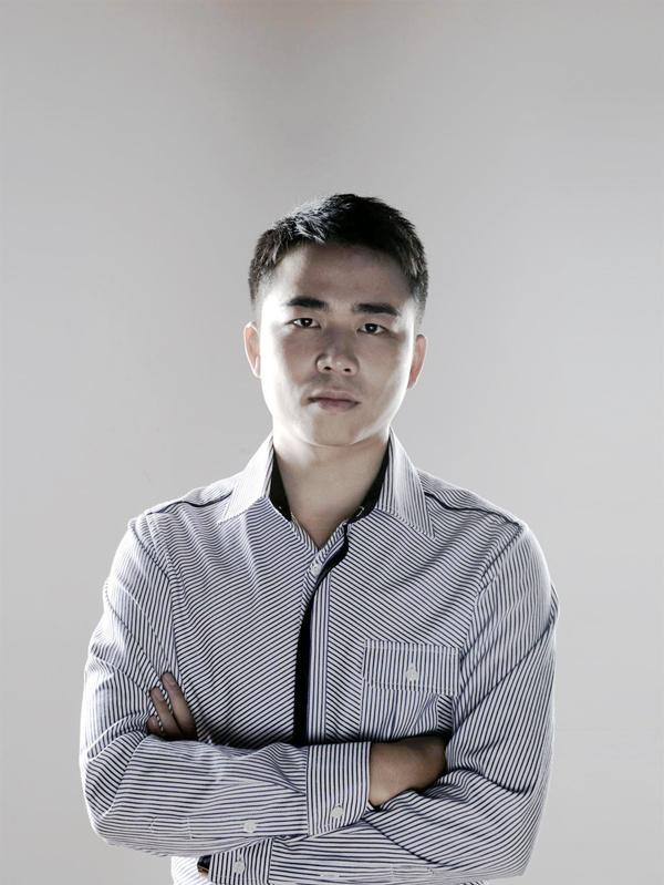 全球哈���d_靳晓波