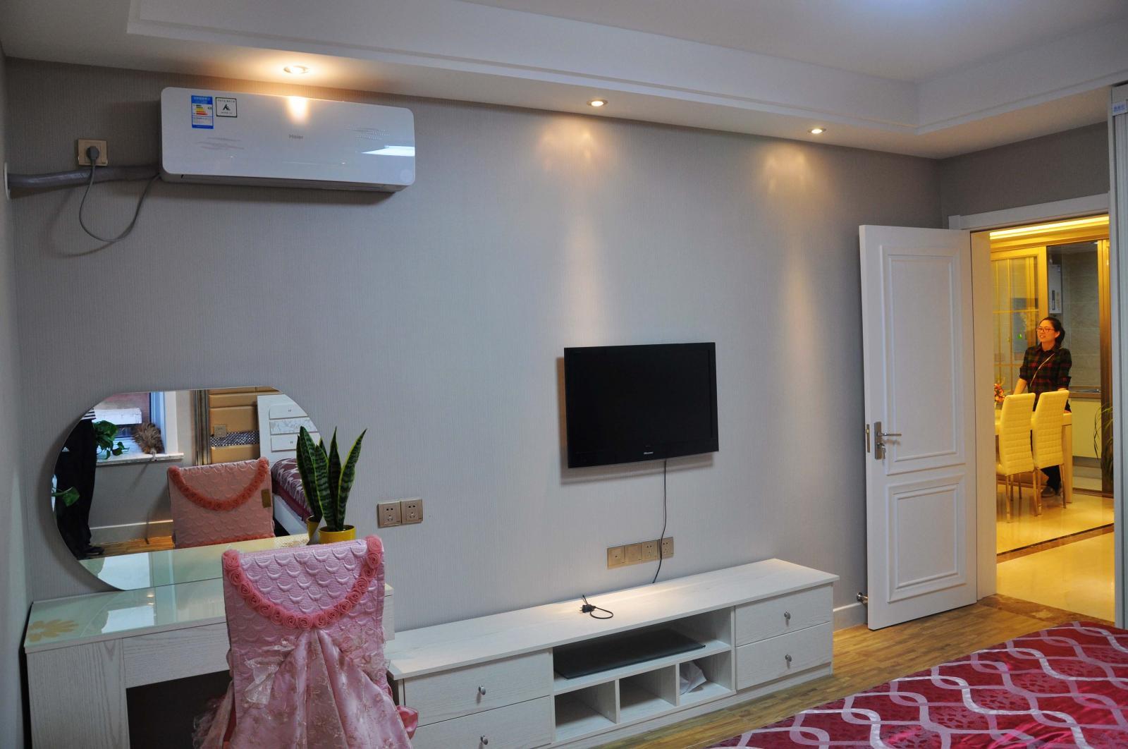 主卧室墙面色彩对比