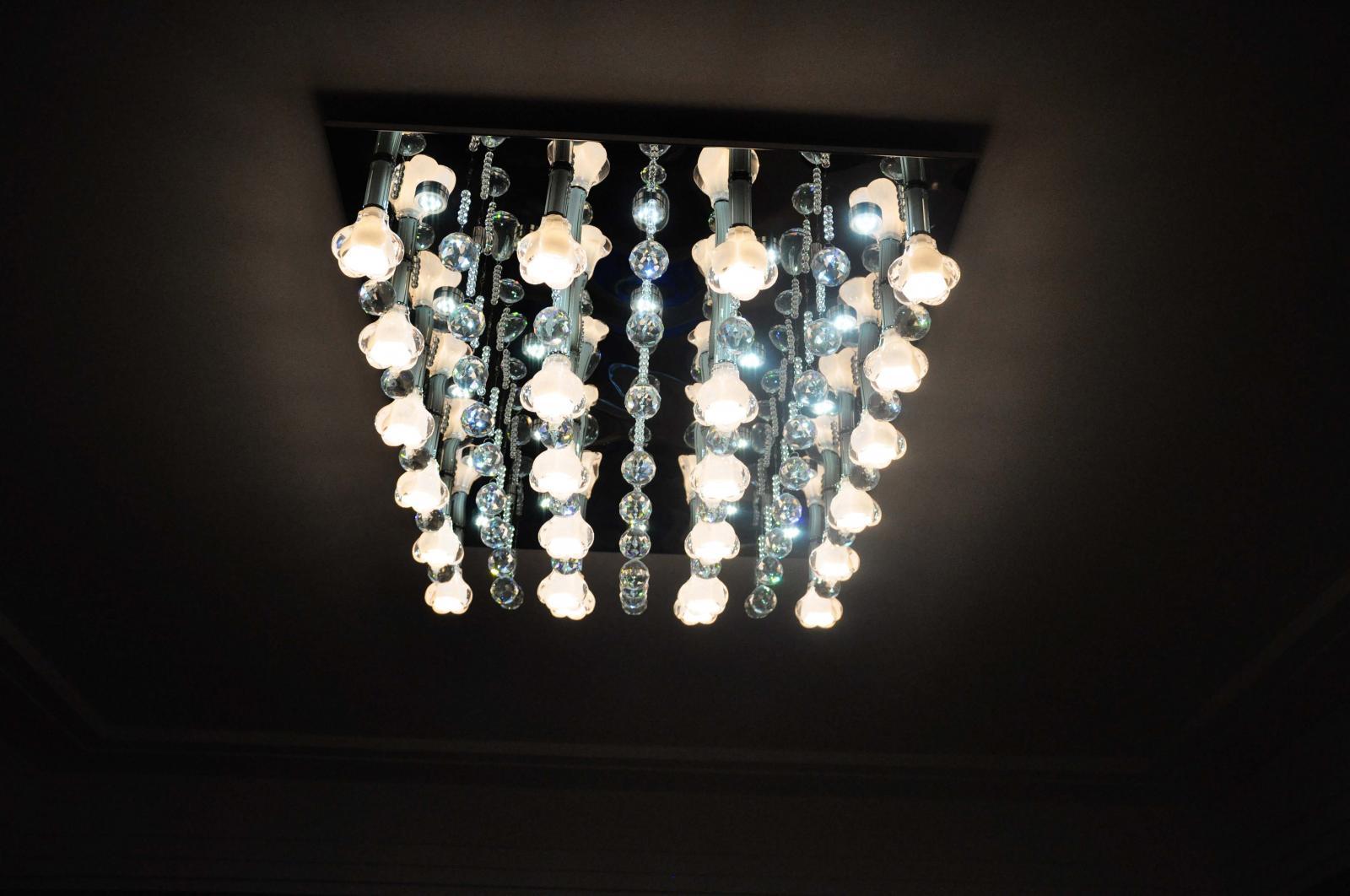 客厅顶面水晶灯