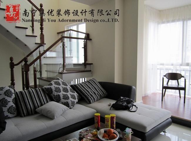 复式楼现代简约客厅电视背景墙_凤岭春天装修效果图-x