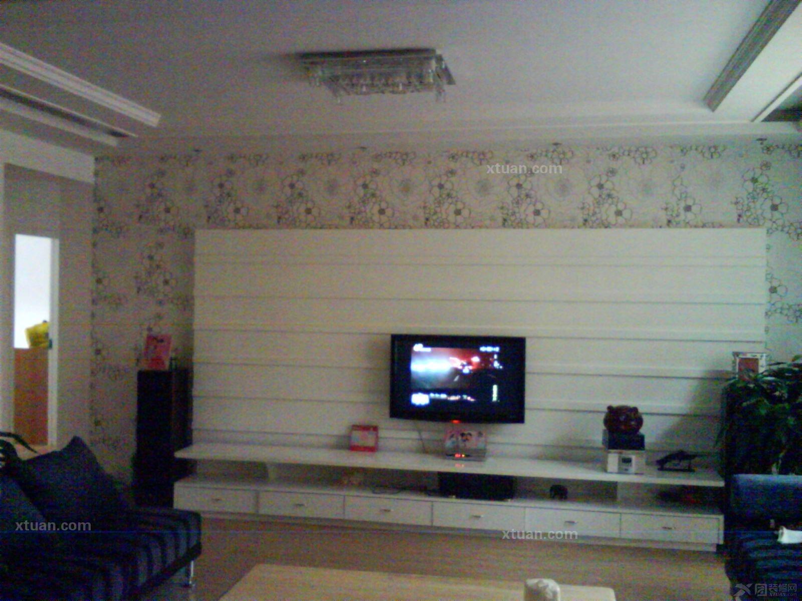 跃层现代风格客厅电视背景墙