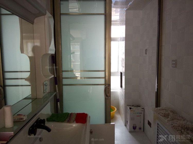 三室一厅现代简约洗手间