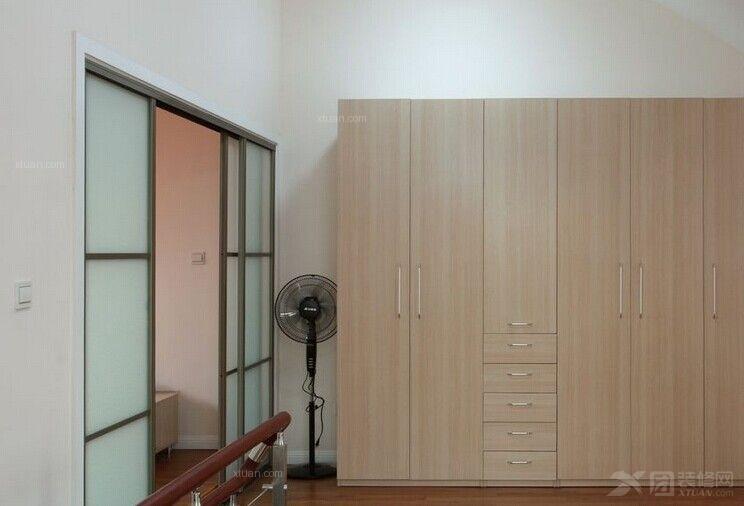 三室两厅现代简约衣帽间