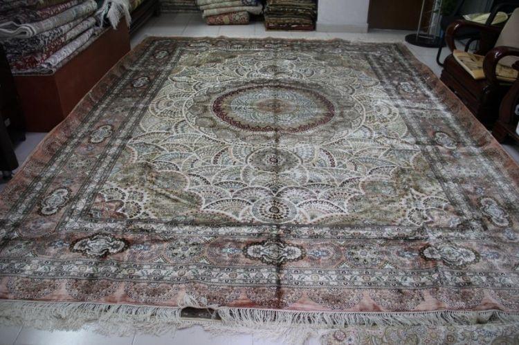 是国家原轻工部定点生产(手工打结)纯手工编织的真丝地毯,挂毯,丝绸地