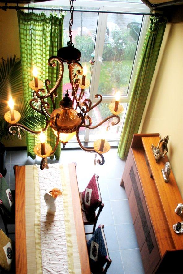 三室两厅东南亚风格客厅软装
