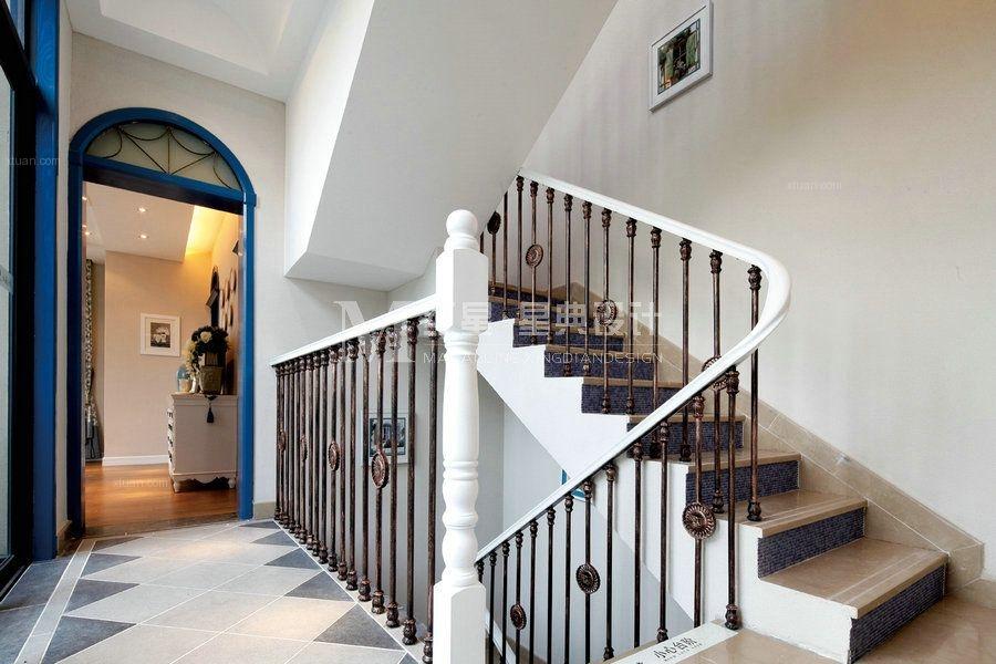 别墅地中海风格阁楼