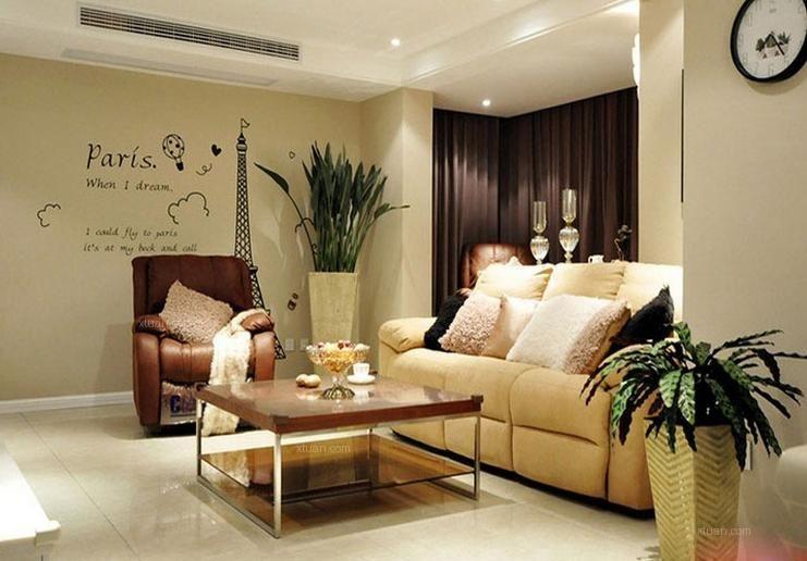 两居室现代简约客厅墙绘