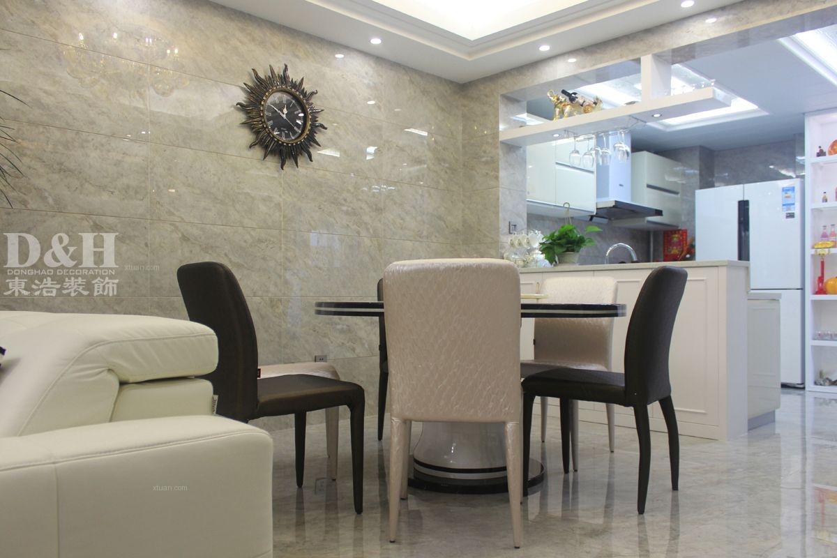 三居室现代简约餐厅榻榻米