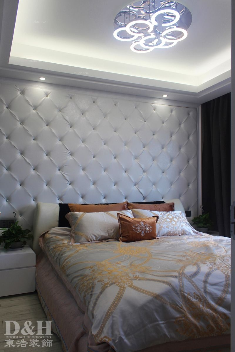 三居室现代简约卧室沙发背景墙