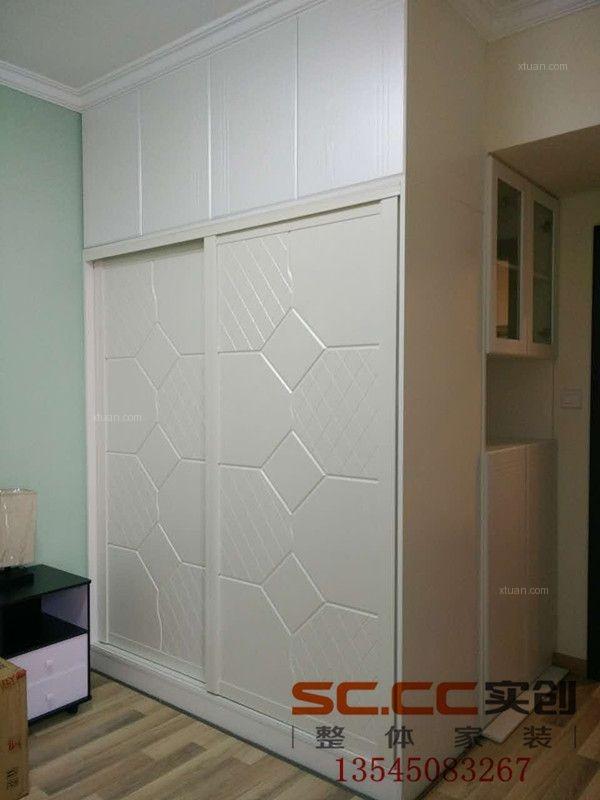两室两厅现代简约阁楼卧室背景墙
