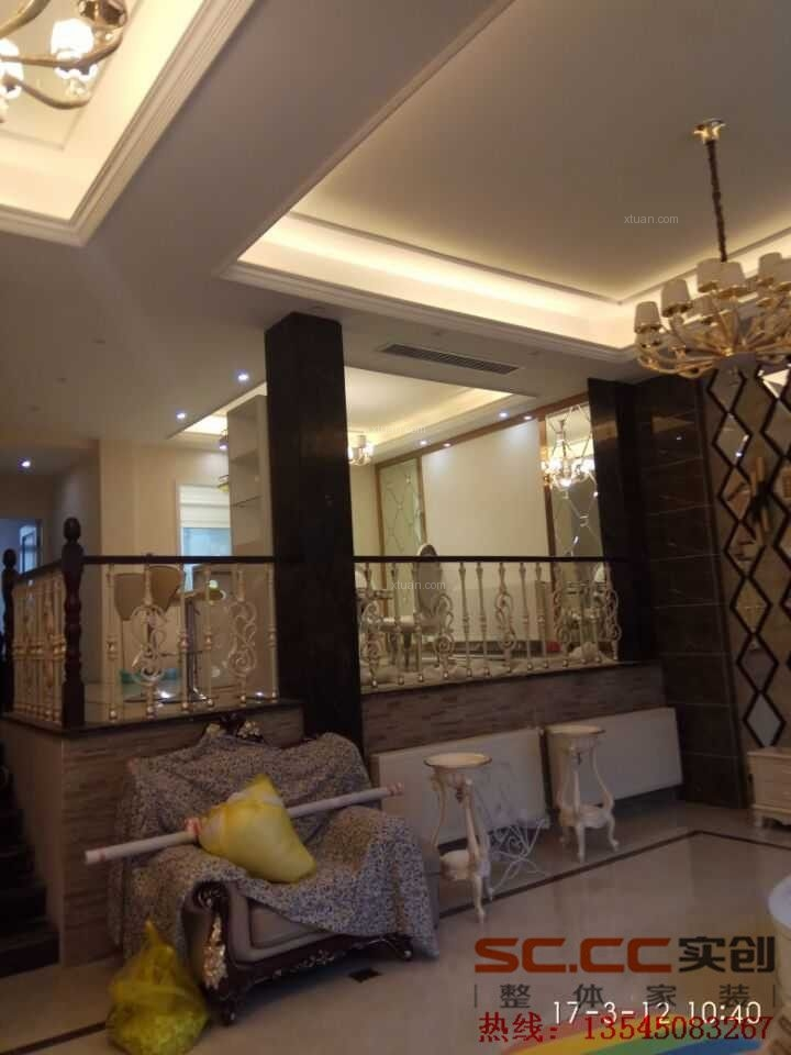 三居室现代简约衣帽间沙发背景墙