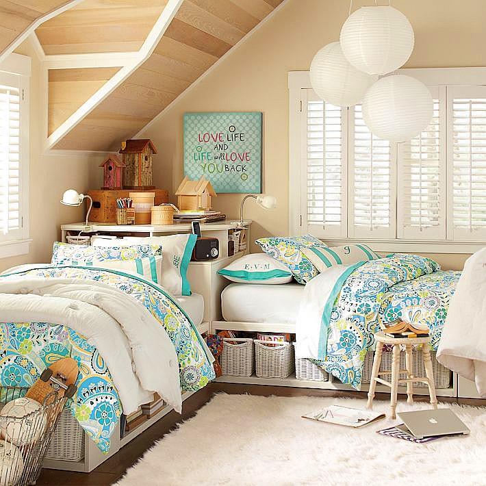 中间还带有一些小俏皮的味道,这是一间儿童卧室,室内软装设计自然温馨
