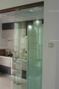 厨房与餐厅玻璃隔断门装修效果图图片