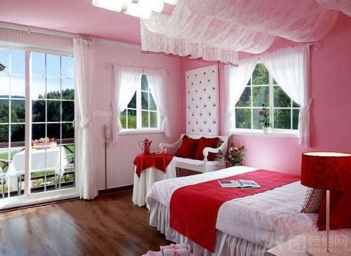 客厅卧室木条隔断图片