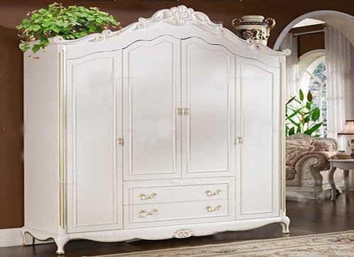 衣柜的外部线条采用花纹形式