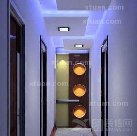 上的点缀与墙壁上的圆形图案相互辉映,几何图案点缀的客厅走廊空间图片