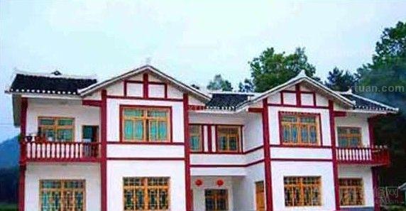 充满中式风格的农村两层小洋楼图片,红白搭配的外墙设计,感觉十