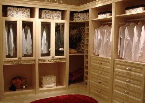 有的衣柜安装了快两年仍然有气味,就是整体衣柜柜门材料没有选对.