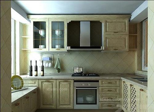 橱柜上细小的花纹和线条将乳白色的欧式橱柜呈现活泼