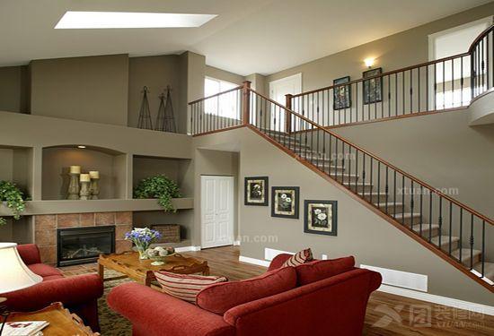 复式楼的设计,旋转楼梯以及精美的楼梯制作图片