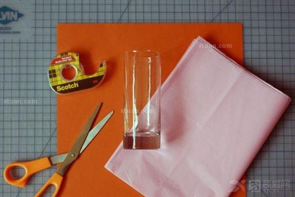 手工制作灯笼的做法介绍       二,将彩色卡纸对折两次,然后根据纸板