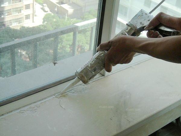 玻璃胶怎么打均匀图解_玻璃胶怎么清洗?装修生活小妙招