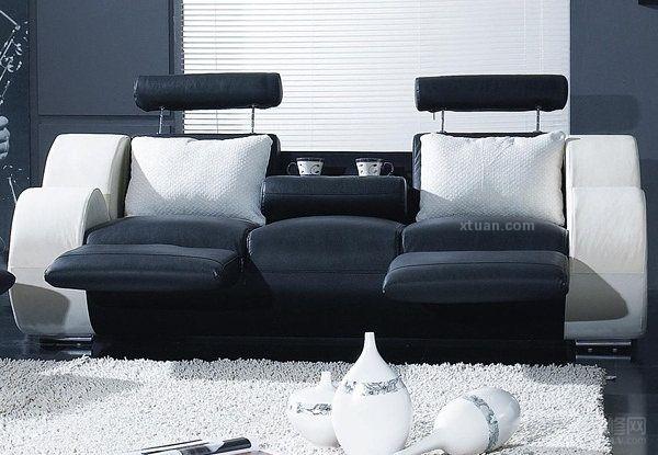 毫无疑问,在一个质感的室内空间中,沙发这个家具能够占有极大的视觉冲击,除去它的占地一般是客厅中占地最广的外,在客厅中进行活动的话大多也是在沙发中进行的,所以一个创意的沙发能带个整个家居一个质感上的提升。 创意沙发设计一  爱迪生说:发明,你需要的是丰富的想象力和一堆垃圾。而今,创意亦如是,这么一款有拉力的沙发是设计者消耗无数脑细胞才得以成型的创意沙发,这个沙发的个性非常的明显,甚至还能看出一点地域性色彩,一抹淡淡的瑞典风格,简洁而精致异常,现在大家一定知道了吧,这就是来自瑞典设计师的创意沙发设计。