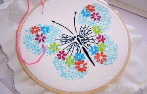 若是相恋的两人赠送可爱的手工刺绣足可以看见一方的真心,若是你收到