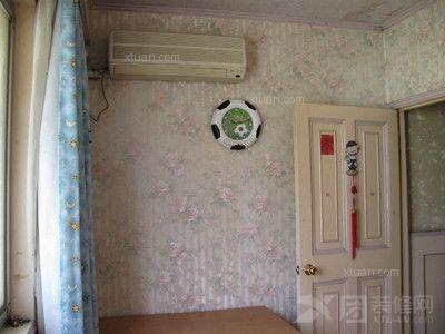 所以一般空调插座的安装都比较的隐蔽,在布置卧室隐蔽线路时就要注意