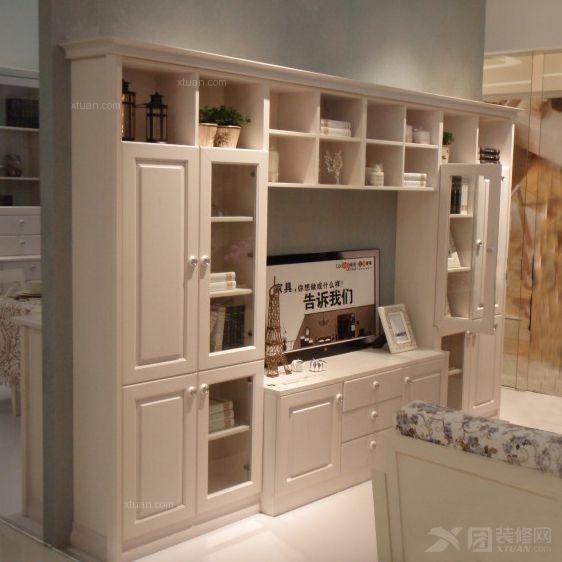 用电视柜装点客厅背景墙