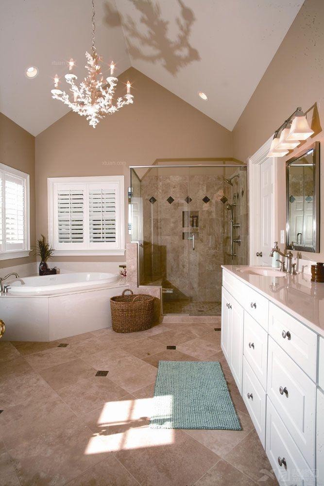 卫浴样板间,色彩、功能、风格一个都没少。   卫浴间紧邻着窗子,为空间提供了良好的采光。此外,卫浴间大量选用了白色高亮的家具,从而使卫浴空间显得明亮,从而在视觉上使空间显得更大。一面红色的墙,使空间有了时尚大气的美感。此外,墙上、镜子上、柜子边无处不在的收纳工具,为空间整洁有序提供了好助手。    这是一个不足5平米的卫生间,但是麻雀虽小,五脏俱全,在视觉上也完全摆脱了杂乱无序感。这是因为在卫浴间色彩上,选用了最为清爽宜人的蓝白相间。此外充分利用墙面,封闭式与开放式的收纳柜、搁板有序排列,让毛巾、浴