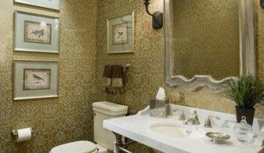 三居室采用墙纸和马赛克瓷砖 现代风格的浴室装修设计