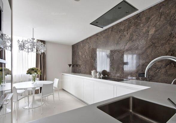 一般厨房里的瓷砖也会根据装修风格来变化,比如在北欧厨房装修效果图图片