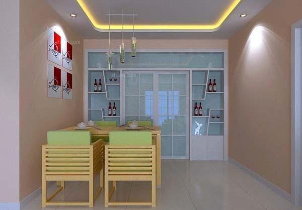 将厨房的一面墙打掉,用酒柜隔断来作为厨房与餐厅的分隔设计,半透明的图片