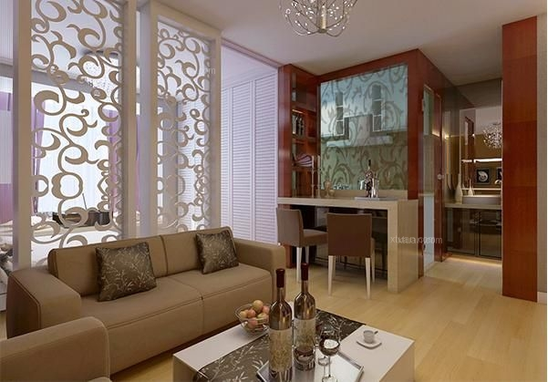 客厅与卧室用镂空雕花屏风隔开