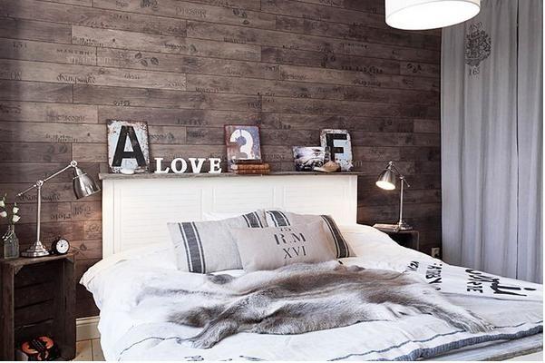 比如做旧的斗柜和老式的木板床.图片
