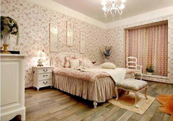 女孩要贵养,贵在休养与品位,一个有特色的闺房能在潜移默化中影响一个姑娘的心境,或恬静或活泼。而且,女孩子们的房间总是弥漫着各种粉红泡泡,窗帘、墙纸、衣柜等等,任何一个元素都是必须充满梦幻色彩。那么,女生卧室应该如何装修?女生卧室怎么装修好看呢?下面X团小编就为您介绍几款女生卧室装修效果图。