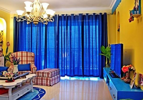 花纹,沙发墙选用蓝白相间的墙纸
