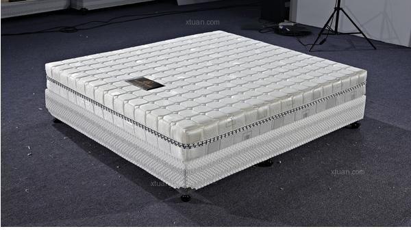 儿童床垫种类三:海绵床垫      比较轻,比较软;比较容易变形,不