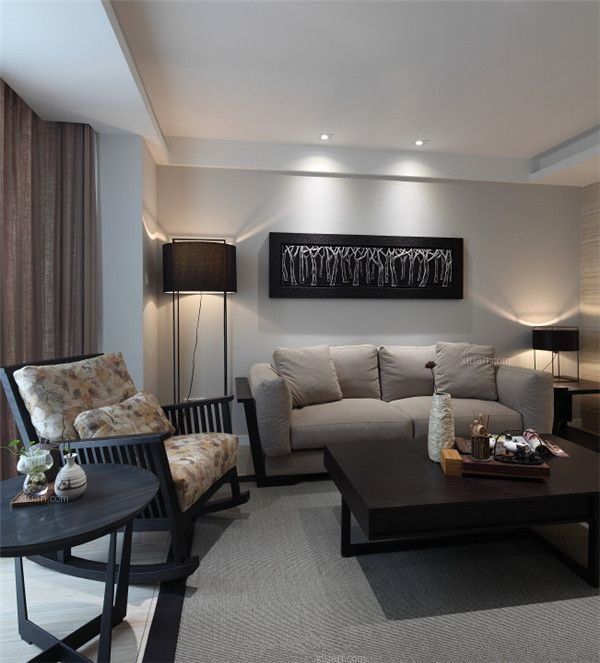 厨房整体色彩以黑白色为主,色彩线条简单的餐桌椅,不仅时尚而且功能性