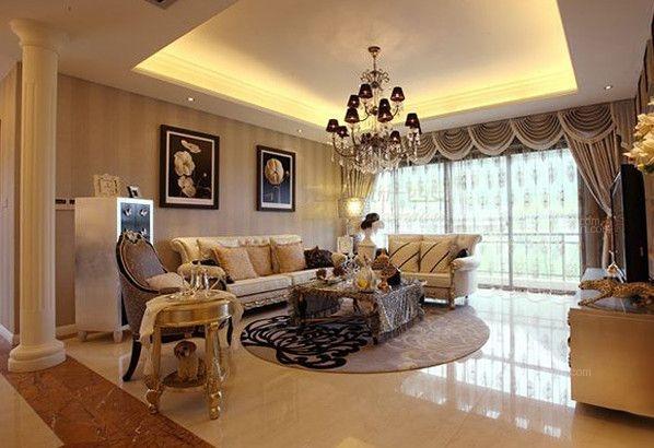 欧式风格是以华丽外表、浓重的色彩和精美的造型著称的。欧式风格中的地毯是欧式装修风格中很受欢迎的一个装饰物,能彰显欧式风格家装中的贵气和大气。那怎么搭配好欧式地毯呢?欧式地毯贴图的效果又是怎么样呢?下面一起跟随小编欣赏最新欧式地毯贴图,走进欧式风格建筑,领略欧式地毯带来的视觉享受。   一、卧室欧式地毯搭配贴图    将欧式地毯使用在卧室内是一个不错的选择。浅棕色的欧式地毯图案在米色的地毯上构造了一幅简单而大气的美丽画卷,地毯的颜色不多,但是花纹造型十分和谐,与卧室内浅色系的色彩迎合得非常贴切。米色的地