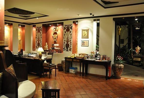 了一些泰国的独特花纹图案和一些特别的画作进行装饰