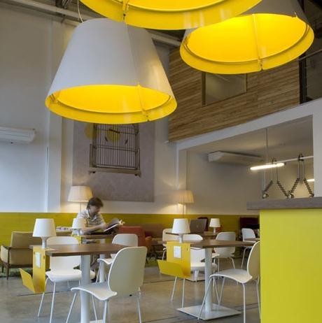 黄色给咖啡厅增添了几分休闲装修效果图