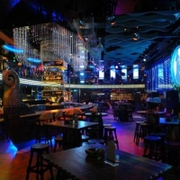 传统与现代结合的酒吧设计装修效果图