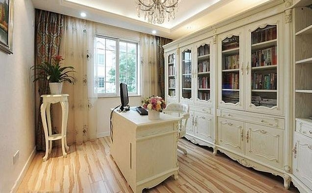 欧式风格的复式楼客厅设计装修效果图