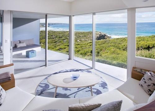 阳光明媚的海景房装修效果图