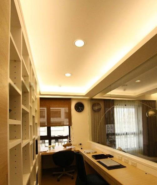 两居室现代风格书房隔断