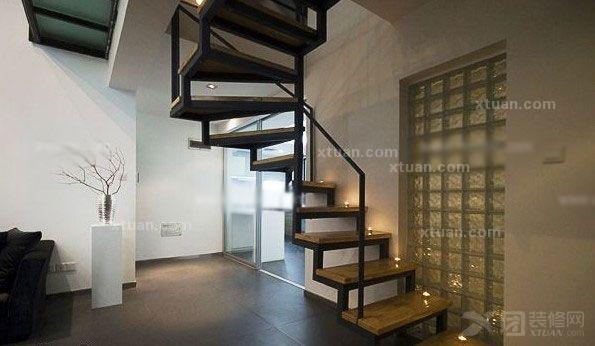 复式楼梯装修_钢木楼梯