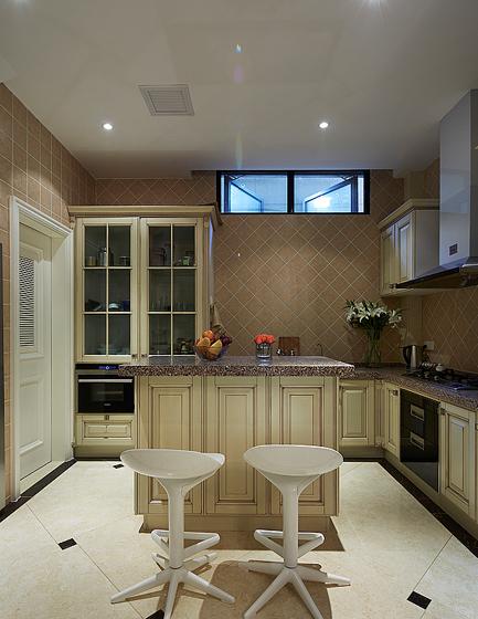 大空间的田园式厨房装修效果图