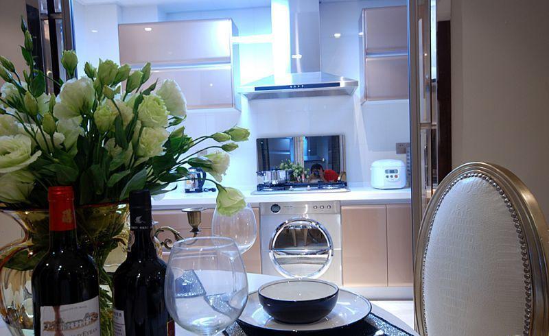 暖色系的廚房裝修效果圖